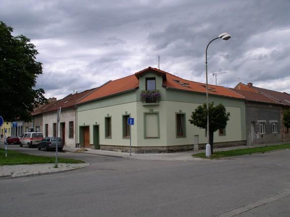 Fasáda rohového domu